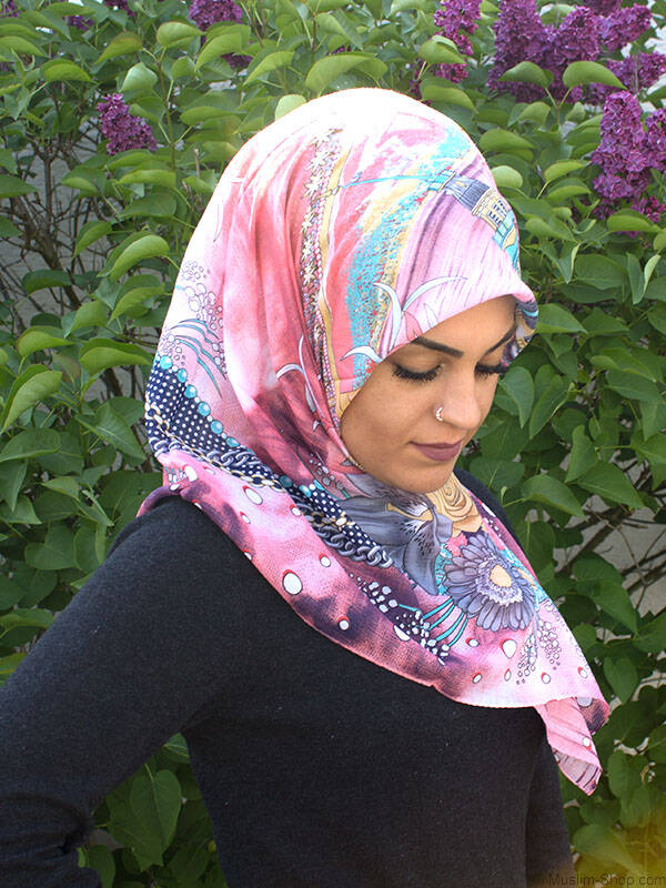 gross zimmern single muslim girls Amani al-khatahtbeh founded muslim girl in 2009 to give muslim  one of the  most natural responses people have is to withdraw themselves.
